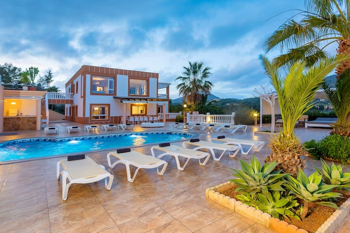 Villa Sol: Luxury villa near Ibiza Town, sleeps 22