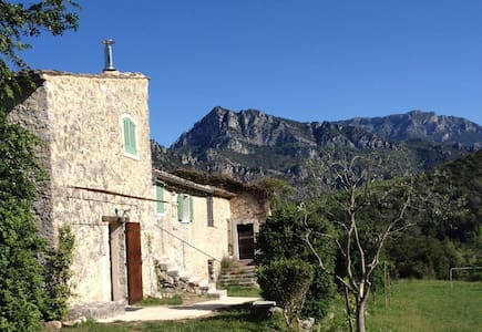 A renovated country farm near Nice - Le Broc