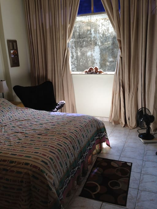Large bedroom sunny flat tv