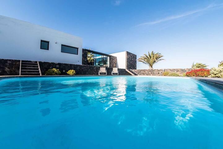 PISA FUERTE: Private pool, by Lajares' volcano