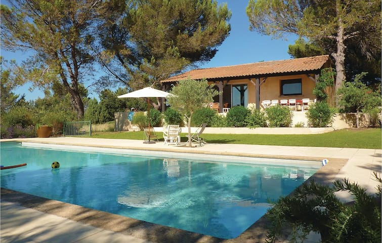 Holiday cottage with 4 bedrooms on 200 m² in Saint-Siffret