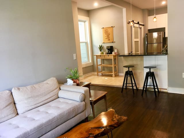 Chic 1BR Cream City Apartment in Walkers Point