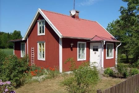 Typical swedish red summer-house! - Tålebo