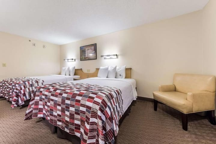 Close to Attractions. Cozy Unit for 4 Guests