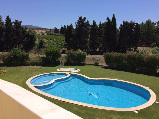 Azeitao Maison 4 chambres avec terrasse et piscine