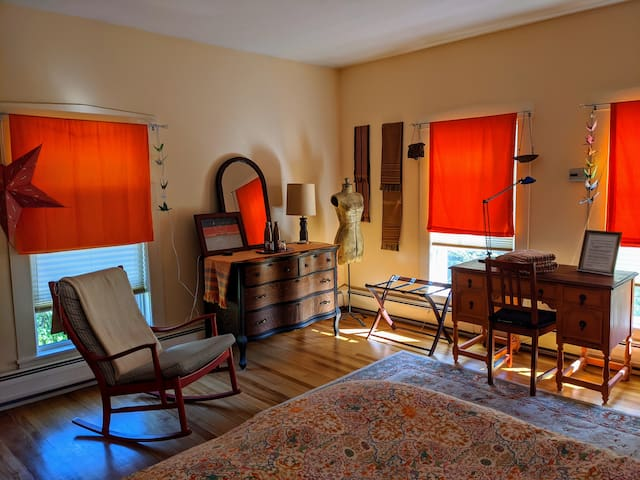 Liberty Manor - The Mango Room
