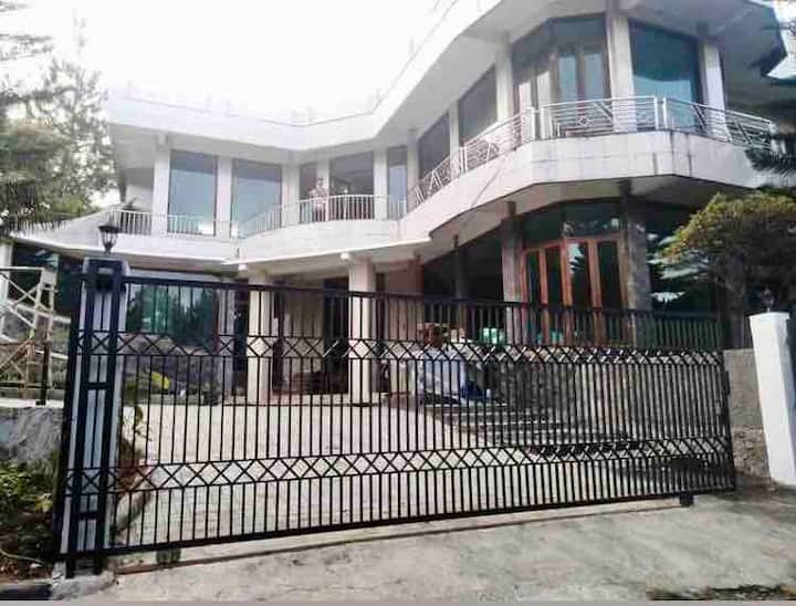 Villa Batu Hijau 2 (10 kamar up to 30 orang)