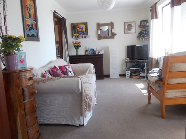 Cosy bungalow near Penzance with parking