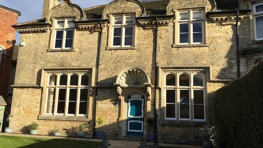Heritage Luxury B&B Calne. Single Cosy Room - Calne