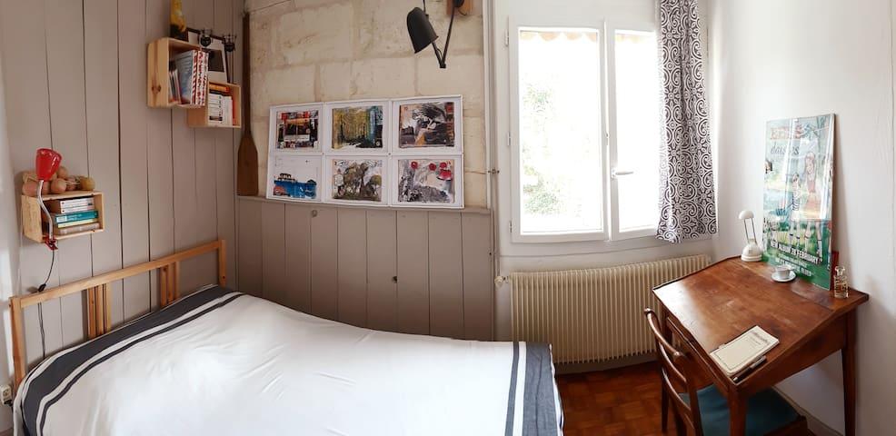 Chambre donnant sur le jardin, sans vis à vis