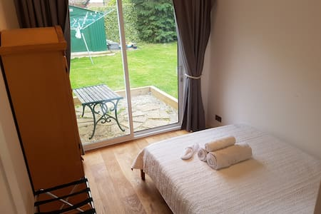 Guest House Annex with a private entrance - High Wycombe - เกสต์เฮาส์