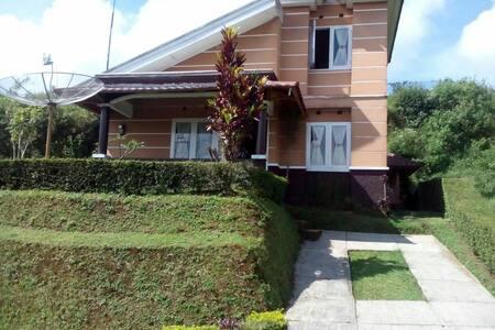 Villa Ciater Highland 2 kamar - Hus