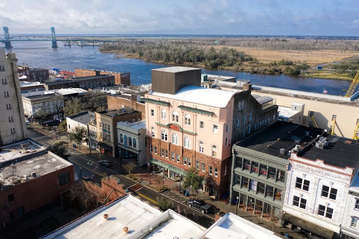 Historic District Downtown Wilmington Condo