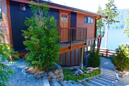 Fish Tales, Ocean View Cottage, Port Renfrew - Port Renfrew