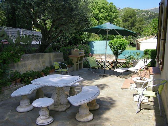 Studio classé 3 étoiles calme, rez de jardin villa
