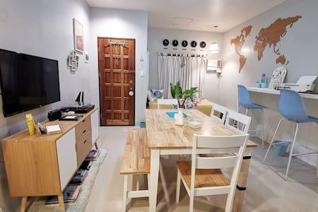 Cozy Apartment Near Downtown w/ Google Chromecast