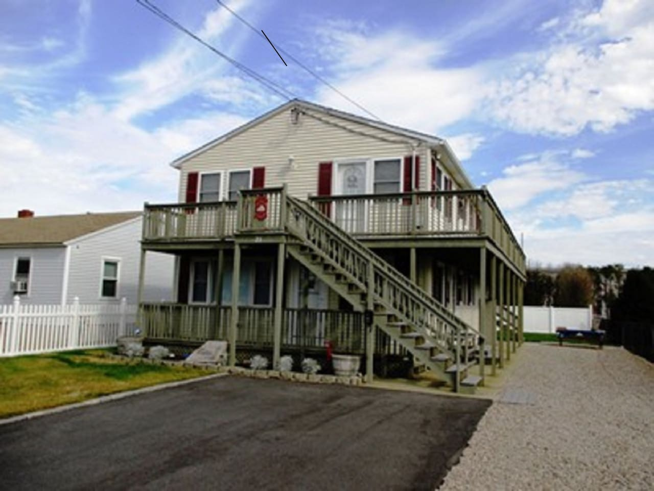 Beach cottage - one block to beach - top floor is Pelican Perch! 3 bedrooms and great views!