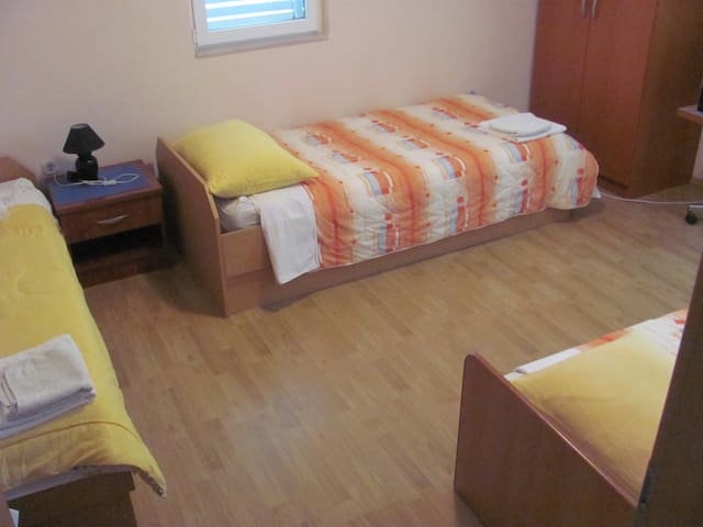 ROOM WITH 3 BEDS - Vrgorac - Byt