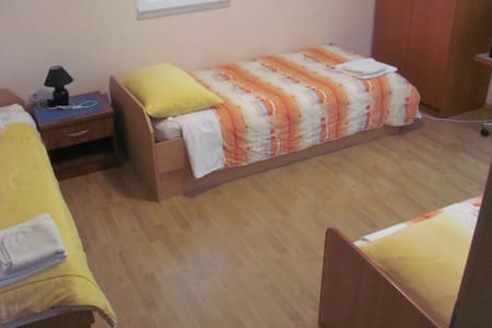 ROOM WITH 3 BEDS - Vrgorac - 公寓