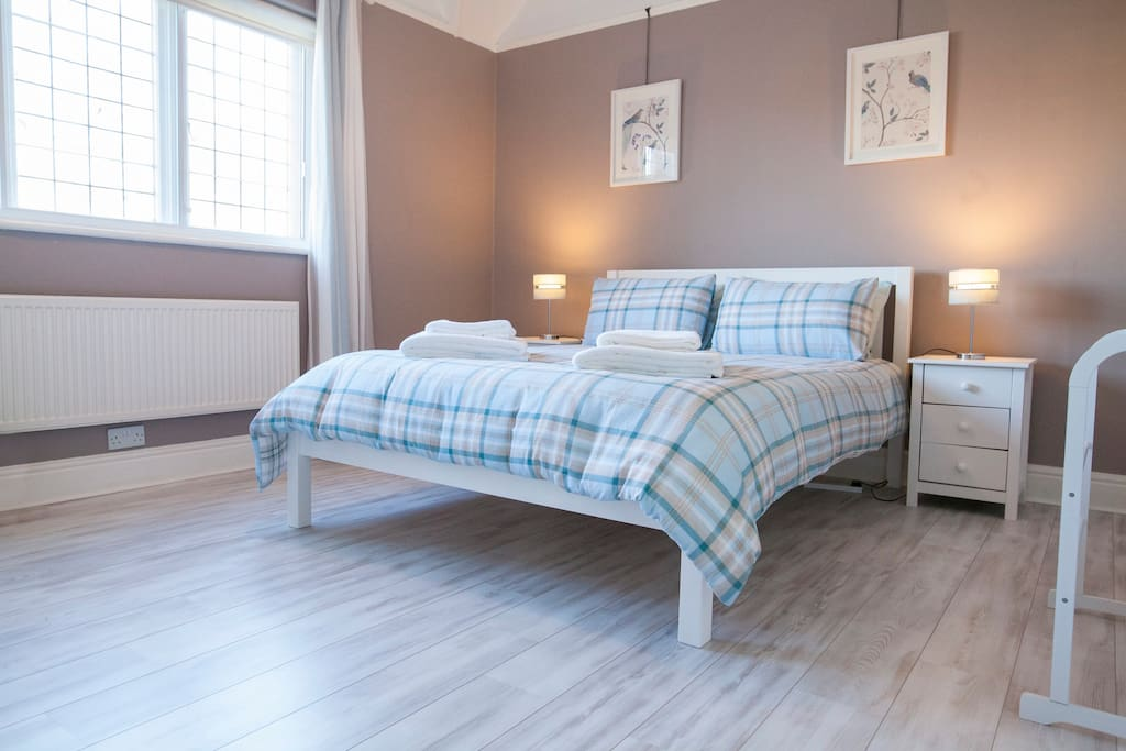 Kingsized bed in the main bedroom with ensuite and views over the park