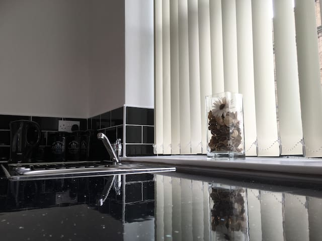 Newly refurbished - Stunning Studio Apartment - 27 - Bradford - Apartment