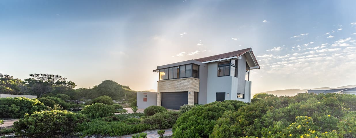 Breathtaking Botriver Estuary Home - Hermanus