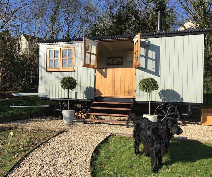 The Hodders Hut: Luxury Shepherds Hut, Nr Bridport