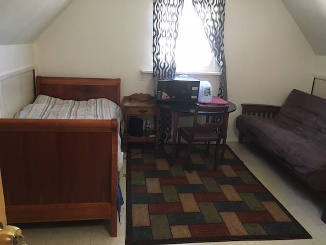 Cozy private furnished room for MALE ONLY #2
