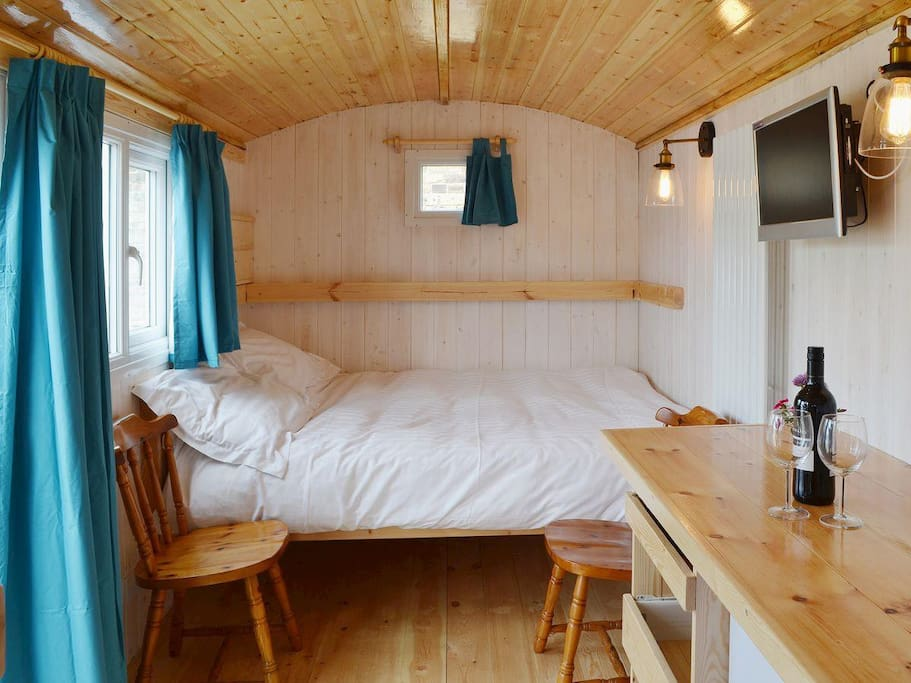 Cosy double bed -- option of single bed above to give 2+1 configuration