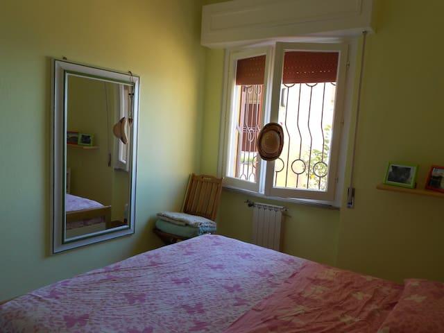Camera con letto matrimoniale
