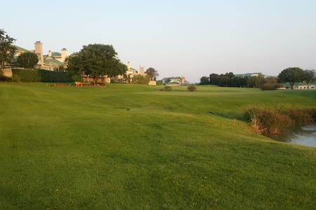 Stay on Gholf estate with a marina! - Hartbeespoort