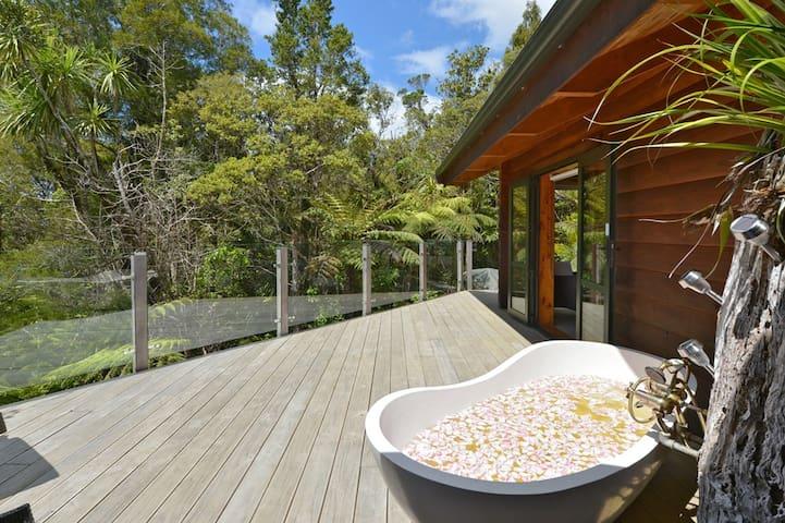 Fern Ridge Hideaway romantic log house for couples - Kaitaia - Casa