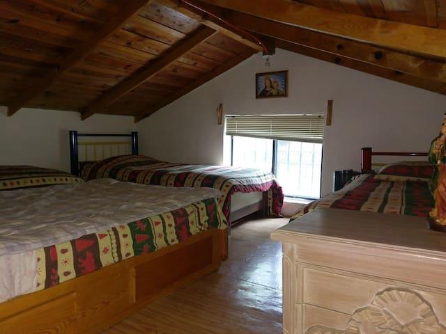 Tapanco con tres camas