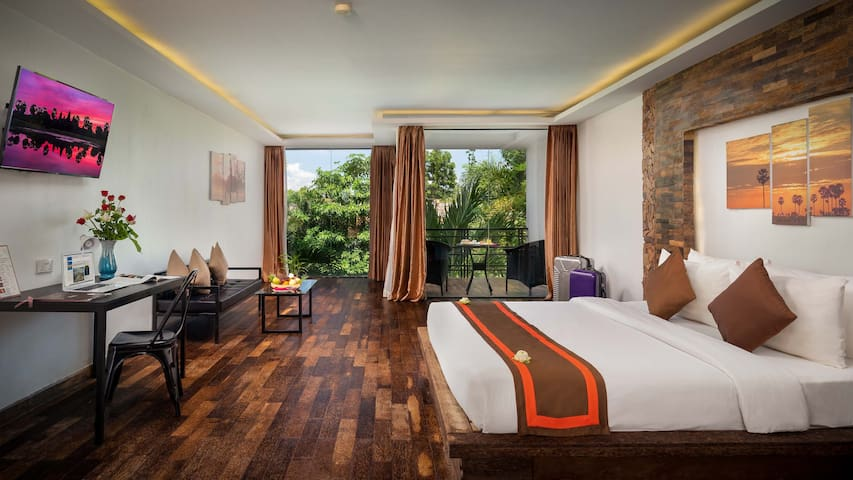 1 King Bed Balcony free Breakfast at Elysium