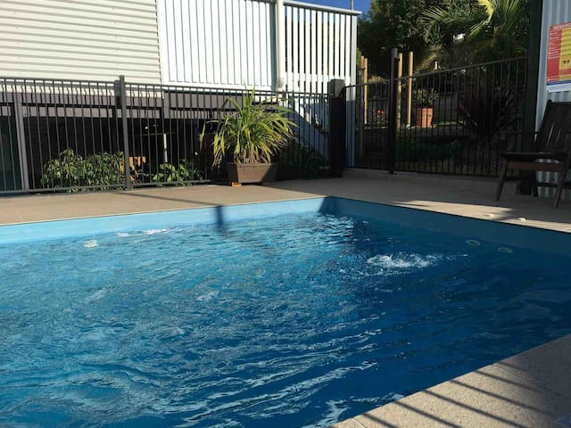 Welcome to have a cool down from 8am-6pm pool towels provided. NO drinking glasses in pool area please and NO jumping into pool....thanks