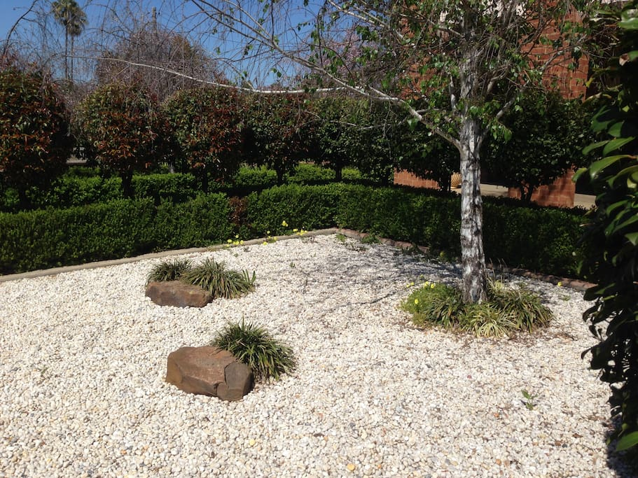 Mercedes House - Semi-formal Gardens
