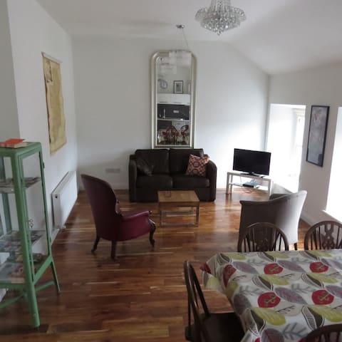 2 BEDROOM APARTMENT IN TOWN CENTRE  - Westport - Apartamento