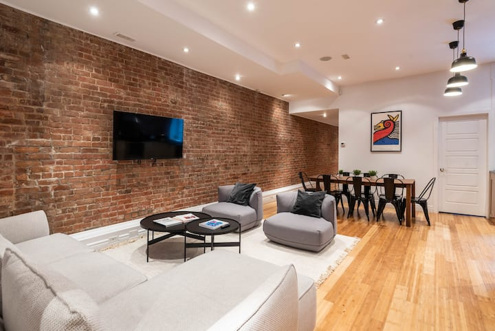 Huge 4 BR Apartment in the heart of Downtown!