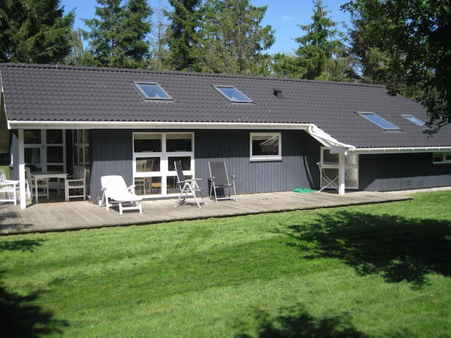 Nice and close to the beach - Hundested - Hytte