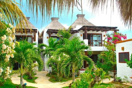 VILLA-OCEAN FRONT WITH 6 BEDROOMS - Holbox - Huis
