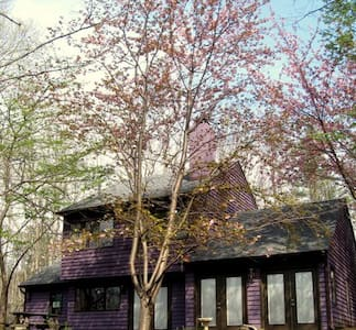 Woodsy setting on 3+ acres -serene! - Barboursville - Casa