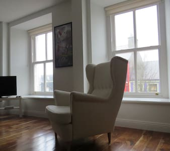 WESTPORT BEST LARGE 1 BED APARTMENT TOWN CENTRE