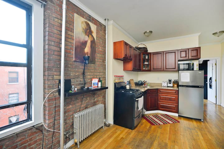 Large 2-Bedroom Flat in the Lower East Side!