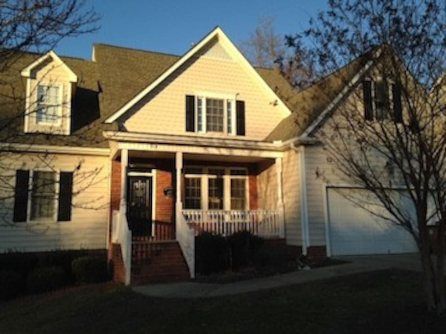 Quiet culdesac in Wake Forest. Walk to seminary and downtown! Close to shopping, White Street Brewery, the Factory, and 30 minutes from downtown Raleigh.