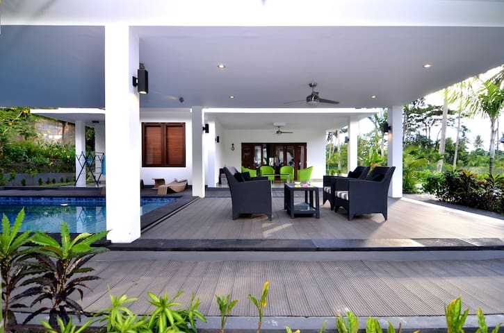 Private Villa and Cool pool - Kecamatan Batu Layar - Villa