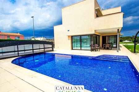 Spectacular 4-bedroom villa in Riudellots, just 10km from Girona! - Costa Brava - Villa