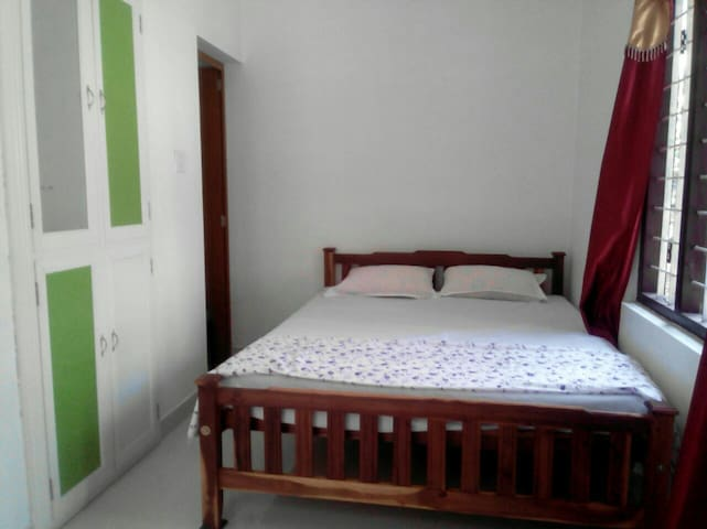 Cherai beach A/C rooms, low cost - convent beach, cherai  vypin - Hus