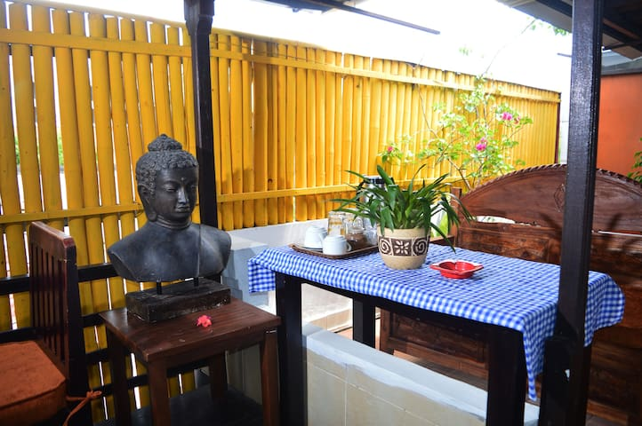 Gustavbali Bed and Breakfast - South Denpasar - Bed & Breakfast