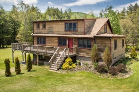 New! Whispering Pines Lodge - Close to Skiiing - Margaretville