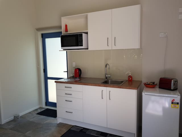 The kitchenette has adequate facilities to prepare breakfast/light meals.  Crockery, cutlery, cooking utensils are provided including an electric frying pan, BBQ, microwave, fridge and toaster.  Basic condiments and cooking oil are also provided.